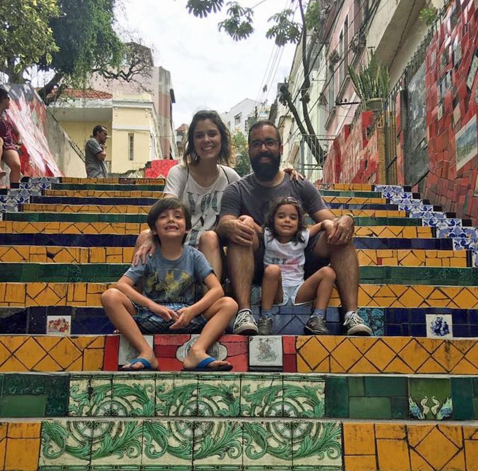 Paula Martins, o marido Renato, e os dois filhos Gabriel e Chloe no Rio de Janeiro (Foto: Arquivo pessoal )