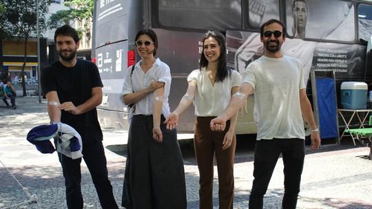 'Sob Pressão': elenco doa sangue em lançamento da segunda temporada