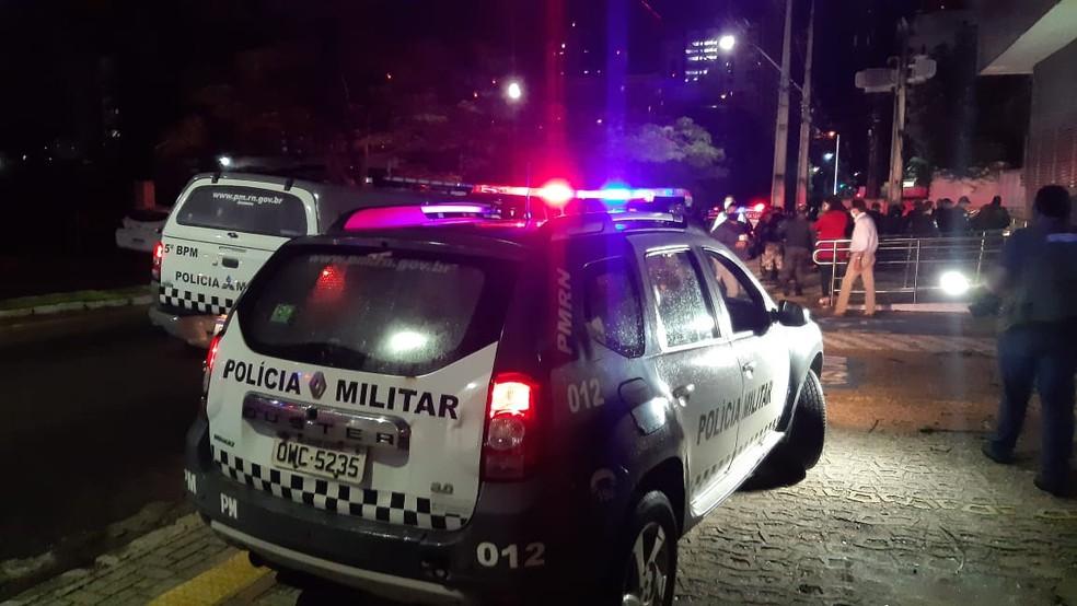 Perseguição policial começou no bairro Candelária, após arrastão e acabou em Lagoa Nova, após suspeitos baterem carro em Natal. — Foto: Sérgio Henrique Santos/Inter TV Cabugi