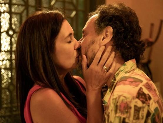 Adriana Esteves e Enrique Diaz em 'Amor de mãe' (Foto: TV Globo)
