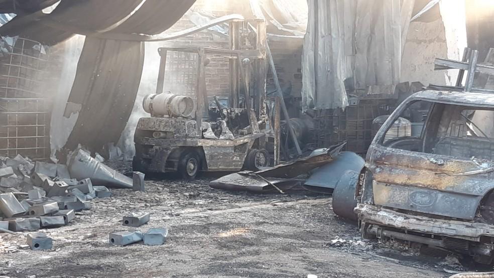 Incêndio atinge empresa de produtos químicos no bairro Dois Córregos em Piracicaba — Foto: Edijan Del Santo/EPTV