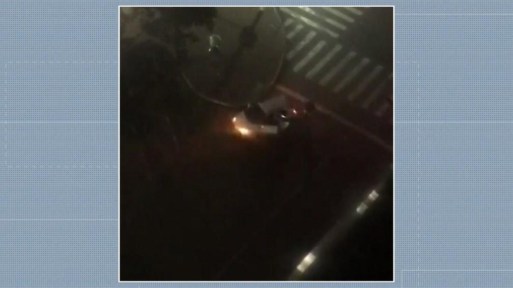 Veículo de criminosos durante assalto à agência bancária em Limeira — Foto: Reprodução