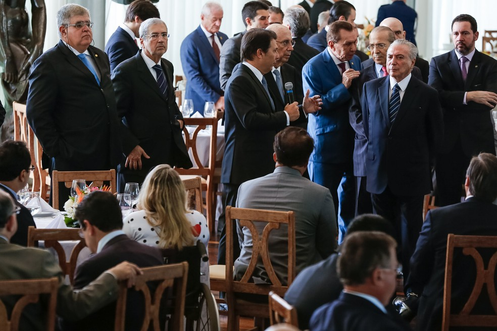 Michel Temer, ministros e deputados da base aliada em café da manhã no Palácio da Alvorada (Foto: Marcos Corrêa/Presidência da República)