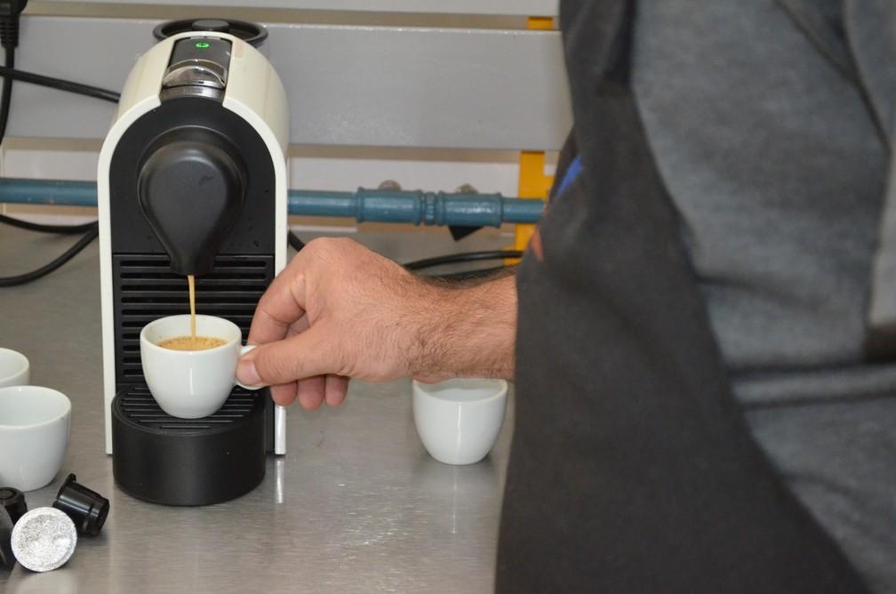 Com a bebida na xícara é possível o consumidor observar as características do café especial  (Foto: Diêgo Souza)