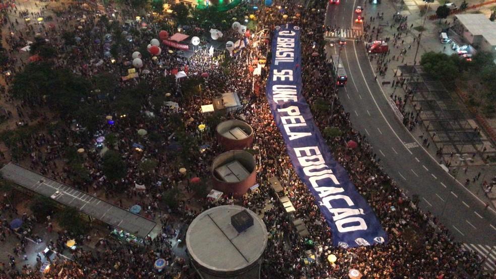 SÃO PAULO - Pista da Avenida Faria Lima foi fechada pelos manifestantes — Foto: Wellington Valsechi/TV Globo