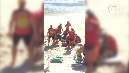 Homem se afoga na praia de Ipanema e é levado de helicóptero por bombeiros