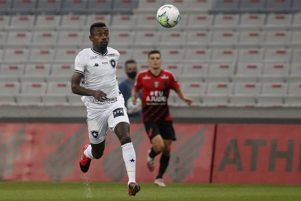 Kalou enfrentou o Athletico na última quarta — Foto: Vitor Silva/Botafogo