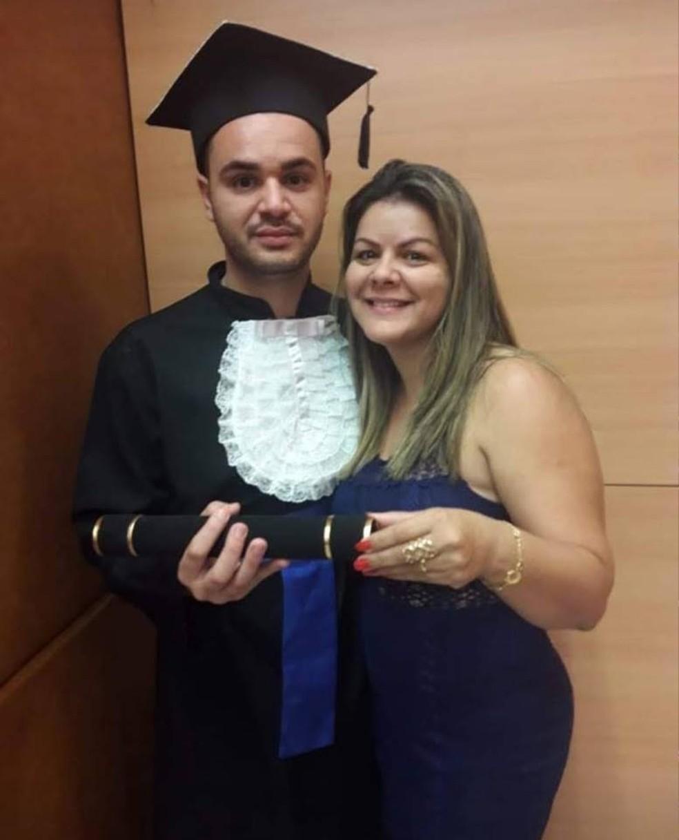 Bruno e a mãe Andresa; ele está entre as vítimas de Brumadinho — Foto: Reprodução/Facebook