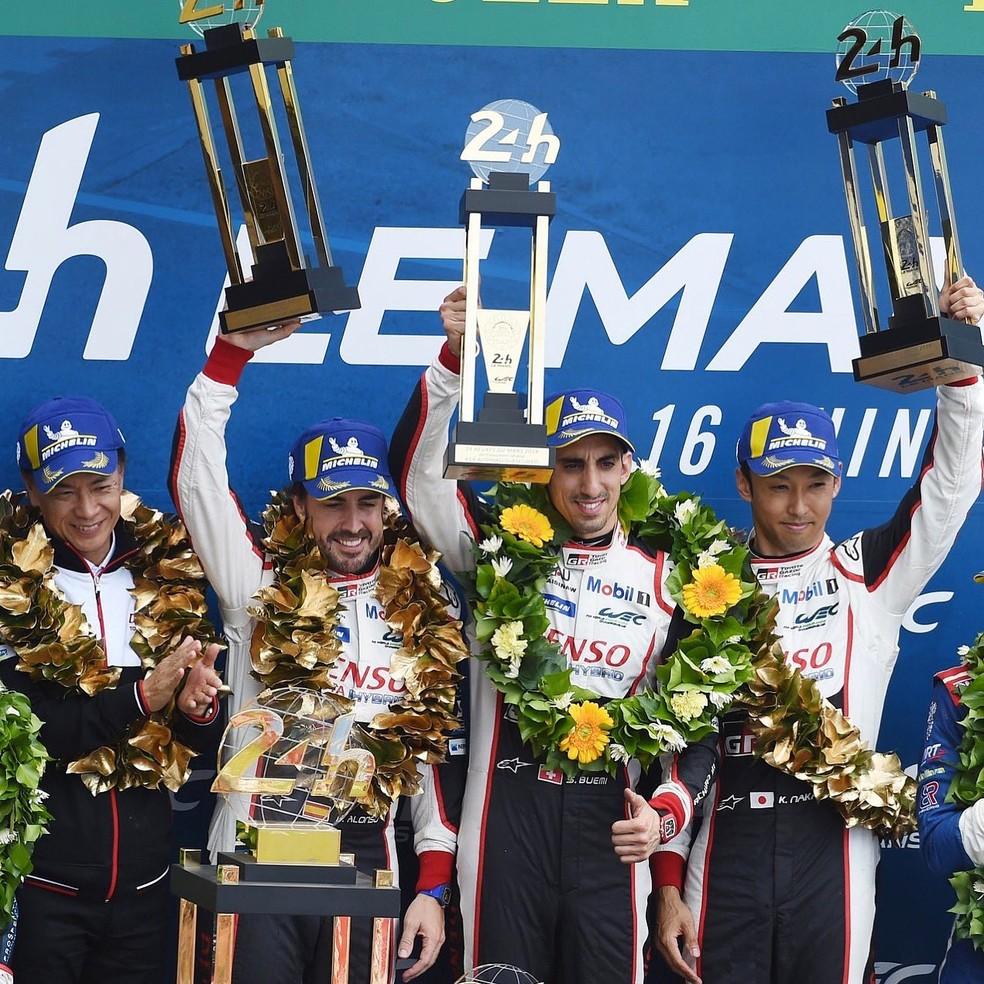Alonso comemora sua segunda vitória em Le Mans — Foto: Divulgação