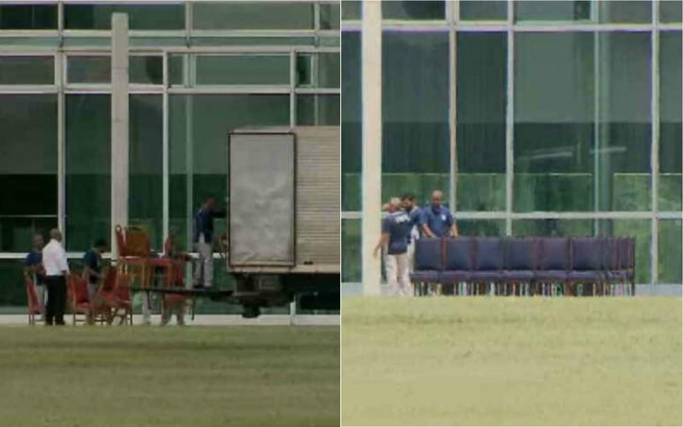 Funcionários retiram cadeiras vermelhas do Palácio da Alvorada — Foto: Reprodução