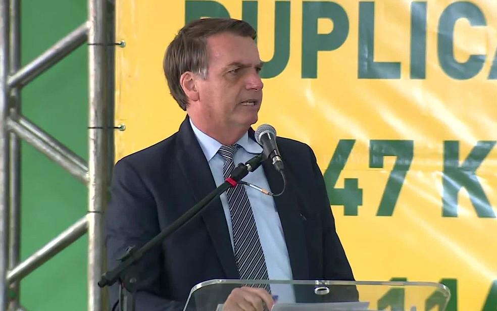 Presidente Jair Bolsonaro durante discurso em evento em Pelotas (RS) no Rio Grande do Sul nesta segunda-feira (12) — Foto: Reprodução/RBS TV