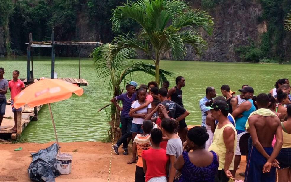 Jovem se afogou em lagoa no bairro do Saboeiro, em Salvador (Foto: Ramon Ferraz/TV Bahia)