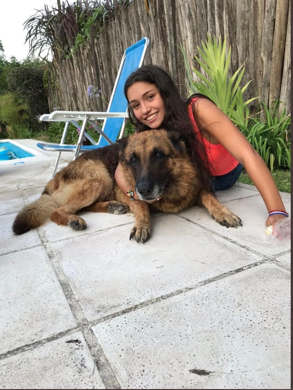 Imagens de Laru Sanson, a argentina que foi mordida por um cachorro na casa de um amigo — Foto: Reprodução/Twitter