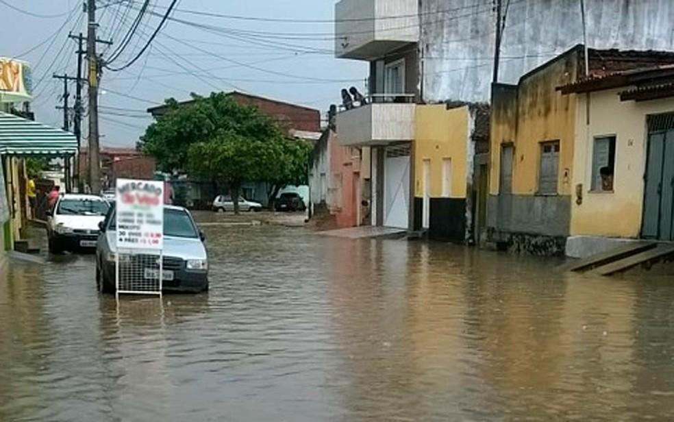 Prefeitura informou que em uma hora choveu o equivalente a 66% do que é esperado no mês de janeiro (Foto: Giro Ipiaú)