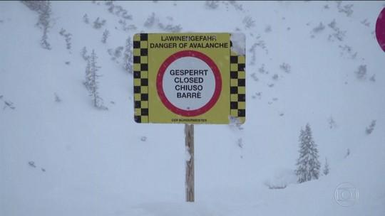 Avalanche atinge esquiadores em uma estação de esqui na Áustria