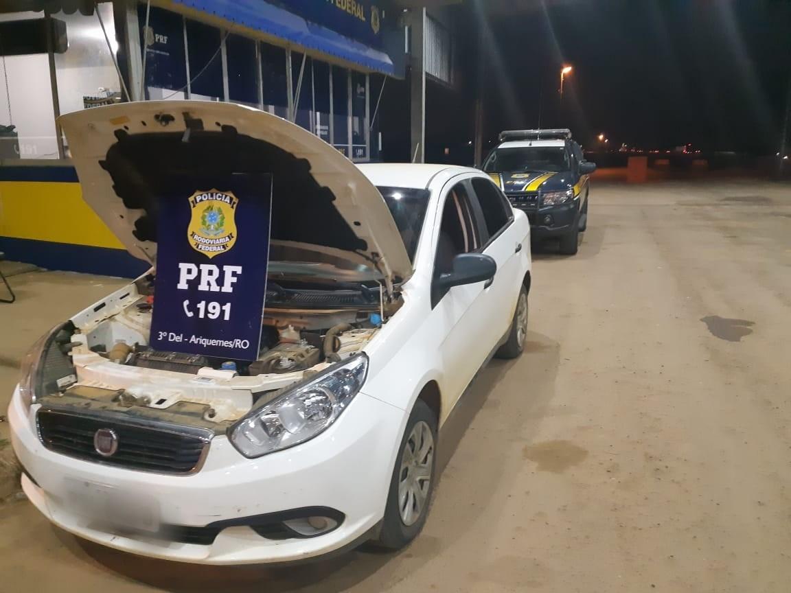 Carro roubado é recuperado após mulher fazer ultrapassagem proibida, em RO - Notícias - Plantão Diário