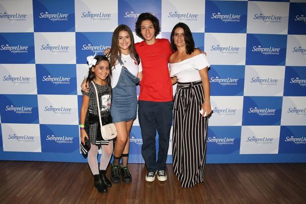 Maisa Silva posa com o namorado, Nicholas Arashiro, com a tia, Gisele Silva e com a prima, Gabrielly Saiury (Foto: Deividi Correa / AgNews)
