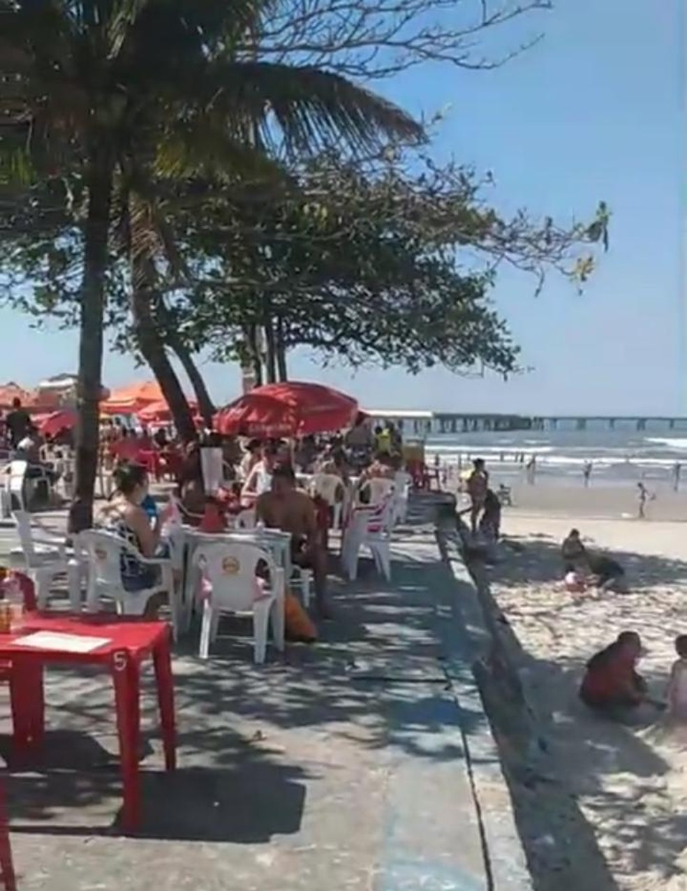 Mongaguá, SP, também registrou aglomeração no calçadão — Foto: Reprodução/ Praia Grande Mil Grau