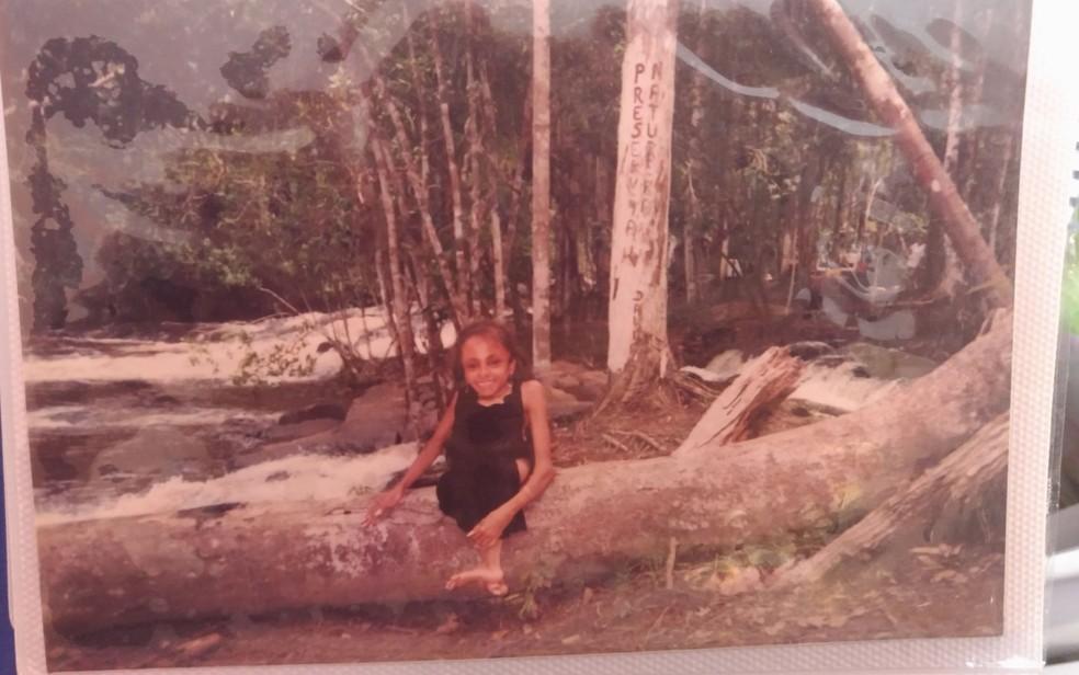 Álbum de fotografias mostra memórias da vida de Glady Maria (Foto: Juliana Almirante/ G1)