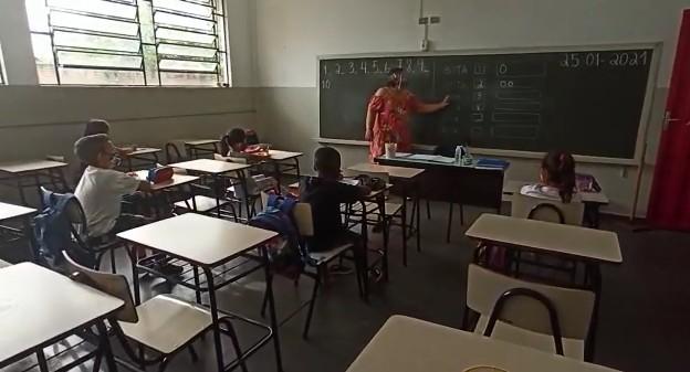 Após testar funcionários, Borborema retoma aulas presenciais nesta segunda-feira na rede municipal