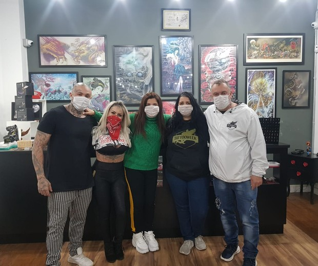 Mauro Piza, Cris Piza, Mara Maravilha, Esther Gawendo e Ênio Conte, donos do Klan Tattoo e Tattoo Week (Foto: Guimarães Assessoria/Divulgação)