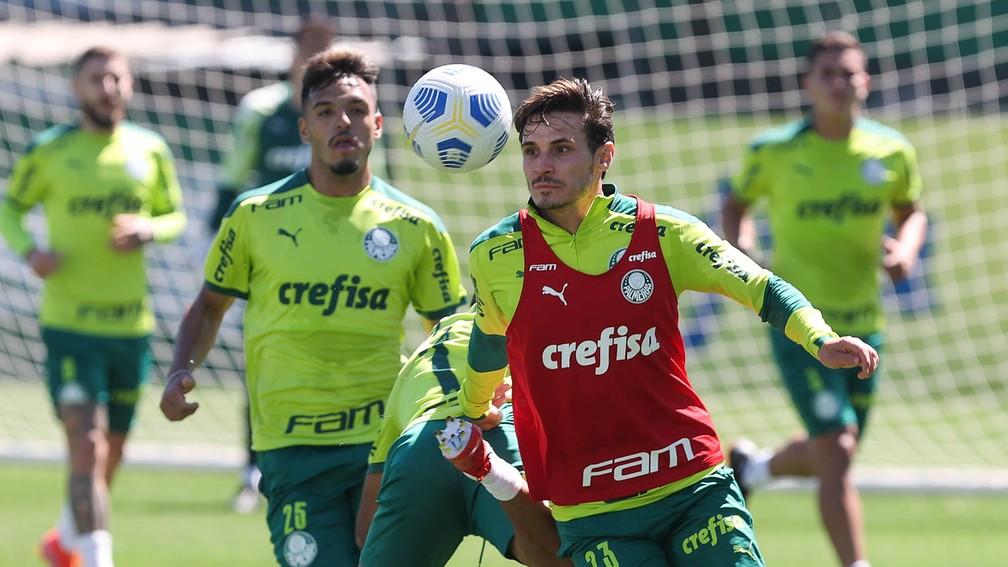 Raphael Veiga e Gabriel Menino durante o treino do Palmeiras — Foto: Cesar Greco\Palmeiras