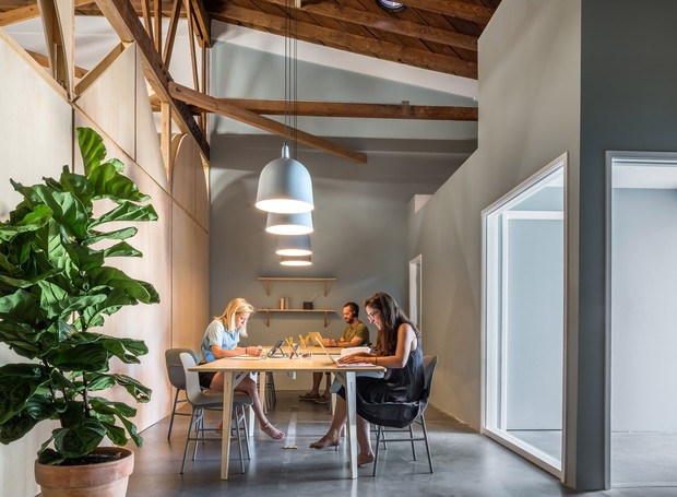Área de trabalho do coworking (Foto: Instagram / bigandtinyspace)