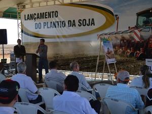 Presidente da Aprosoja/MS, Christiano Bortolotto, apresentou as projeções para a safra 2016/2017 (Foto: Anderson Viegas/G1 MS)