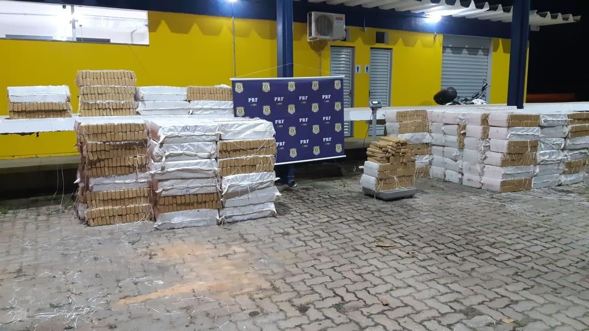 PRF apreende cerca de cinco toneladas de maconha escondidas em carreta-tanque, em Minas