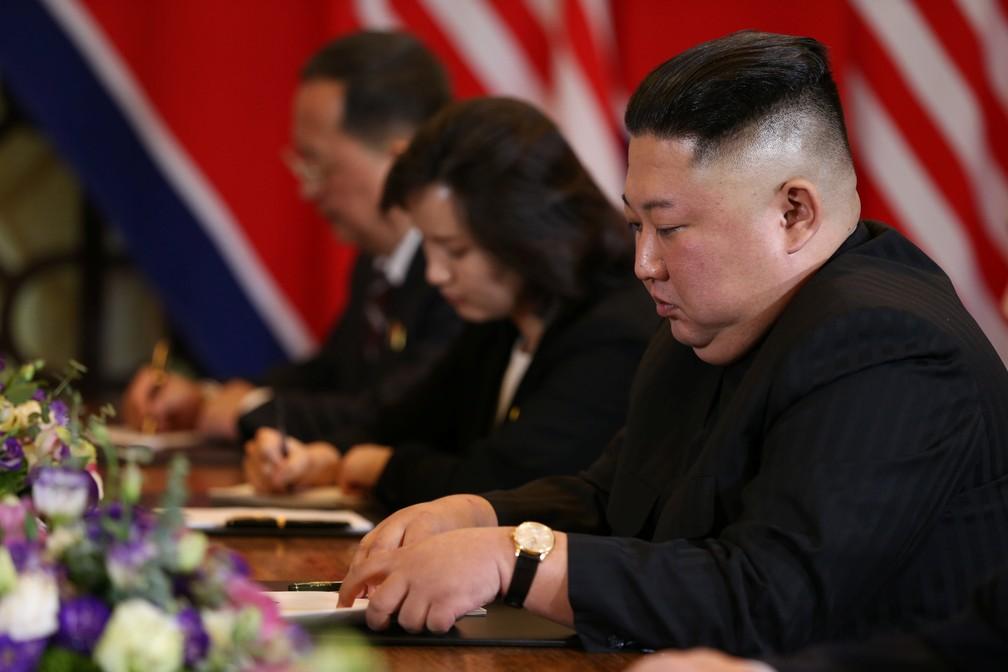 Kim Jong-un participa de encontro bilateral em Hanói, no Vietnã, com o presidente dos EUA, Donald Trump — Foto: Leah Millis/Reuters