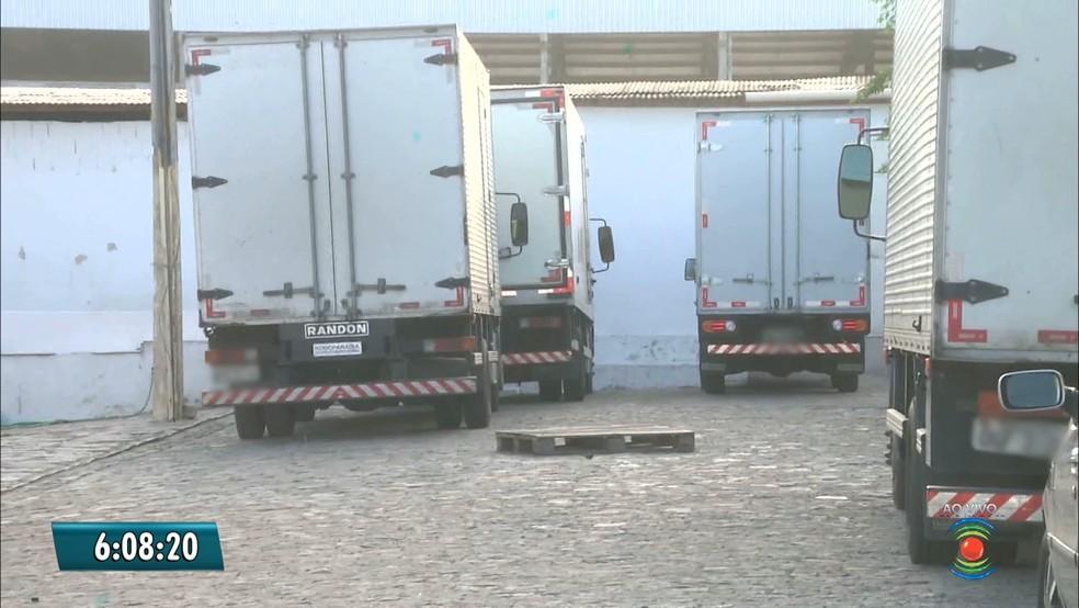 Dez homens levaram o cofre na manhã desta segunda-feira (12). de uma transportadora em Campina Grande, Paraíba. (Foto: Reprodução / Tv Paraíba)