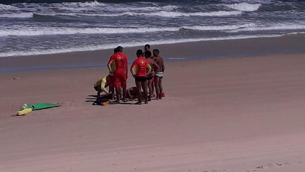 Quatro pessoas da mesma família foram resgatadas de afogamento na Grande Natal — Foto: Redes sociais
