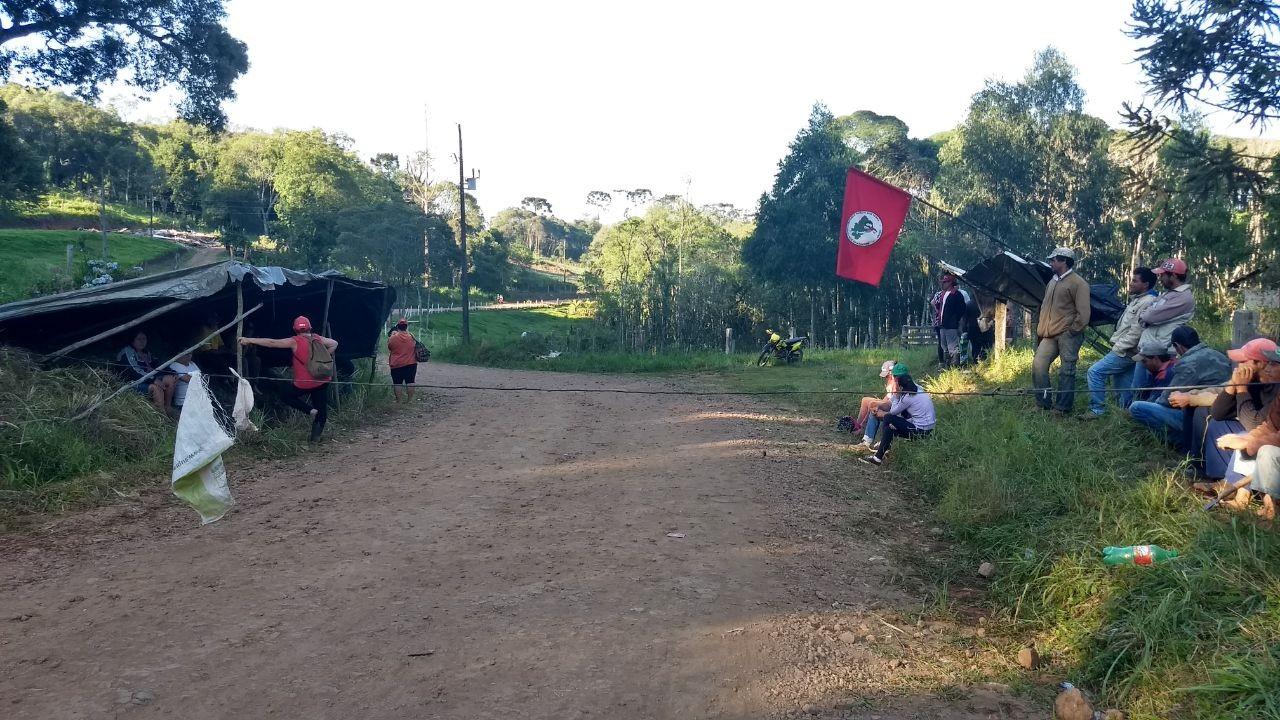 MST invade terras de Pinhão que motivaram bloqueio em estradas