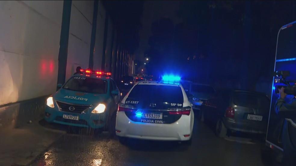 Crivella deixa presídio de Benfica — Foto: Globonews