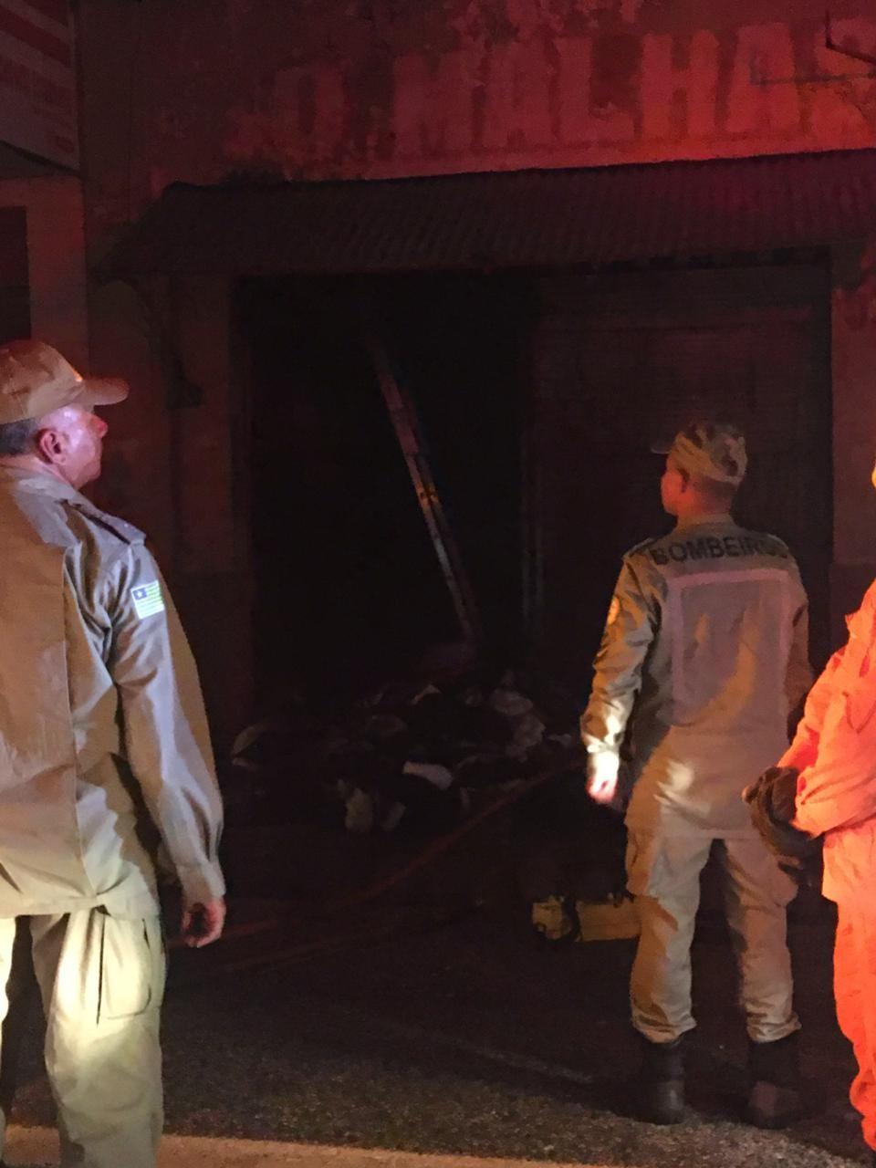 Incêndio destrói duas lojas de tecidos no Centro de Teresina