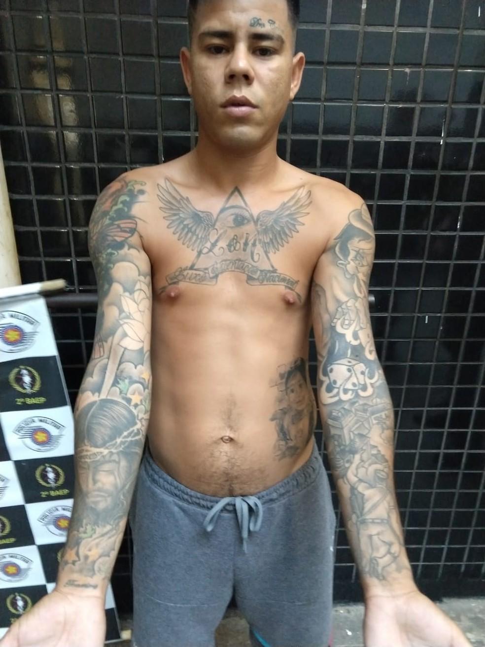 MC Lon foi preso em Praia Grande, SP, pela Polícia Militar — Foto: G1 Santos