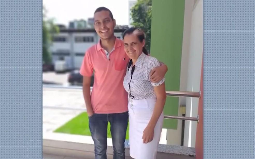 Kaio tem 18 anos e precisa de ajuda para tratar a leucemia; família do sudoeste da Bahia está fazendo campanha — Foto: Reprodução/TV Sudoeste