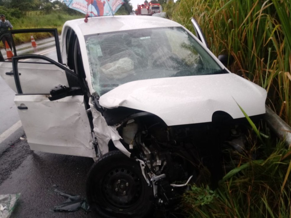 Cinco pessoas ficaram feridas na colisão frontal em Paraguaçu Paulista (Foto: Corpo de Bombeiros / Divulgação )