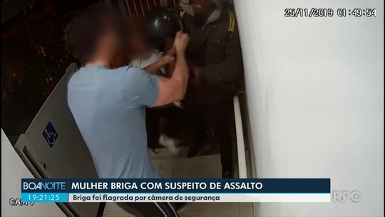 Mulher reage a roubo e bate em assaltante, em Maringá; VÍDEO