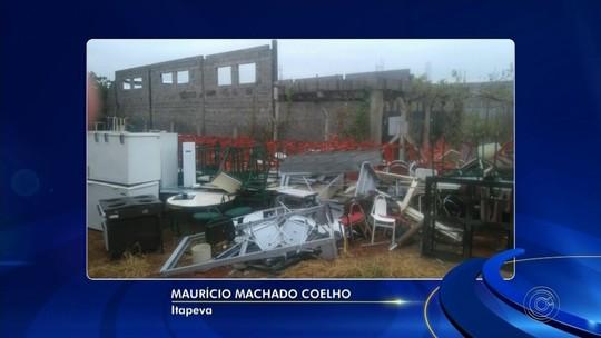 Materiais escolares são descartados em terreno da prefeitura de Itapeva