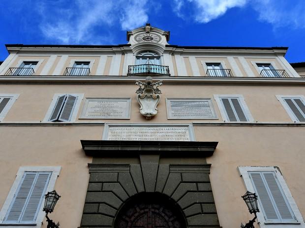 Foto de 21 de outubro mostra fachada da residência de verão dos papas, nas Vilas Pontifícias de Castelgandolfo, perto de Roma  (Foto: Alberto Pizzoli/AFP)