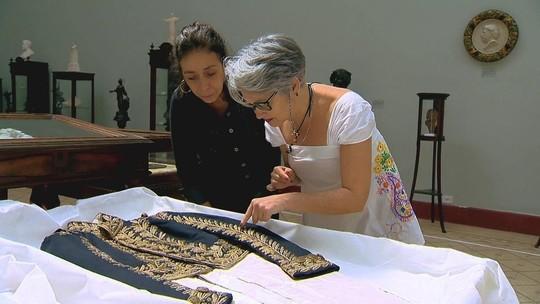 Mulheres aprendem a bordar nos jardins do Museu Mariano Procópio (MG)
