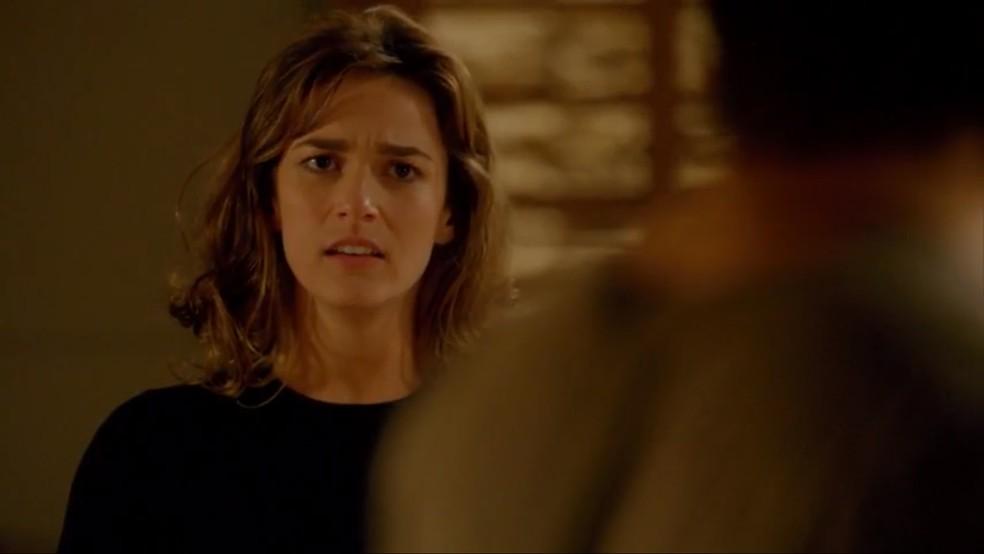 Sofia (Priscila Steinman) finge não lembrar do dia do acidente — Foto: TV Globo
