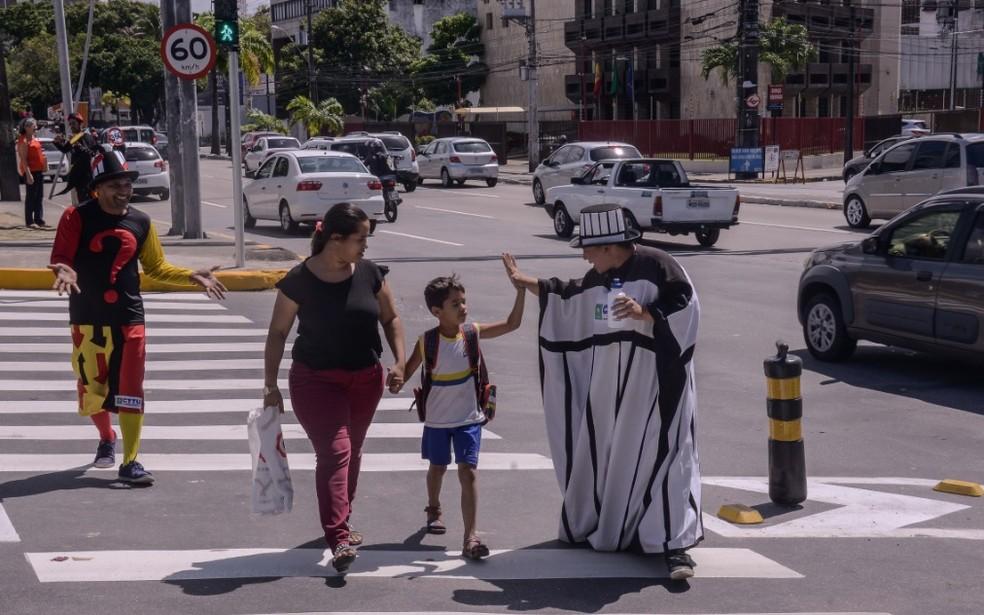 Artistas vão atuar para conscientizar motoristas e pedestres durante a Operação Volta às Aulas, no Recife — Foto: Daniel Tavares/Prefeitura do Recife/Divulgação