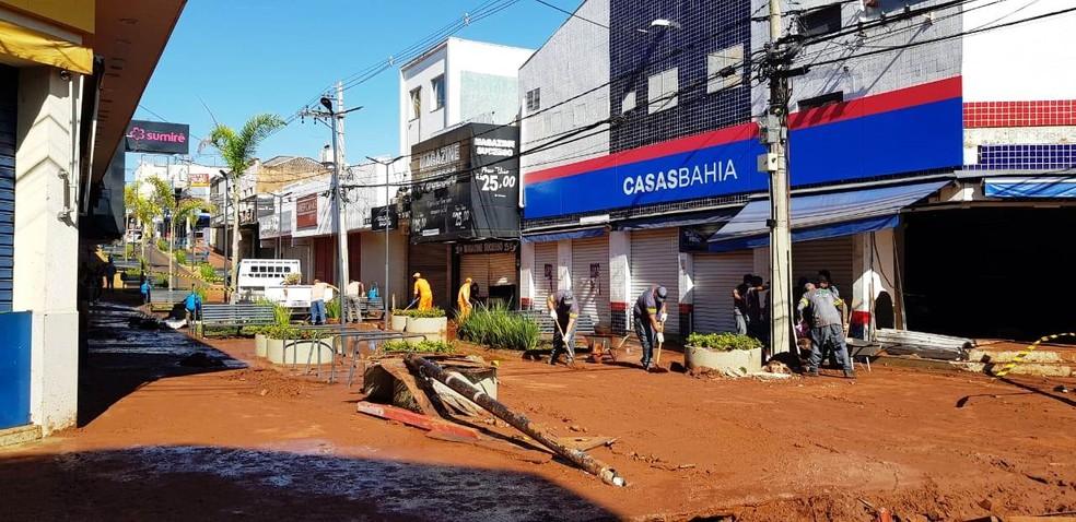 Chuva em São Carlos causou estragos no calçadão da General Osório  — Foto: Prefeitura de São Carlos/Divulgação