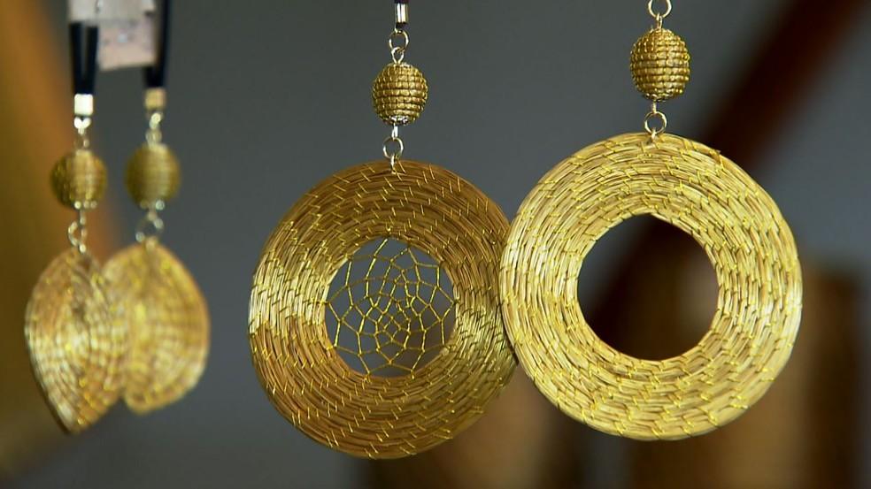 Comunidades quilombolas usam capim-dourado na produção de peças artesanais — Foto: Carlos Alberto Coutinho/TG