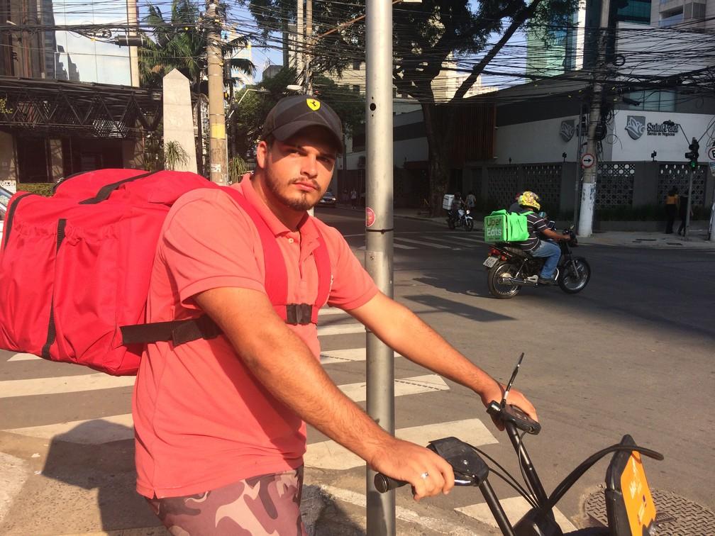 Gabriel Lima, de 19 anos, virou MEI no final de 2018 após ficar desempregado e diz ganhar até mais de R$ 2 mil por mês. — Foto: Darlan Alvarenga/G1