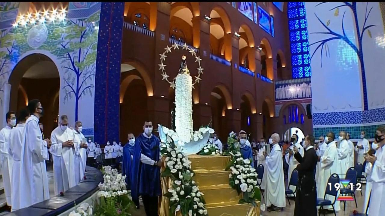 Devotos celebram Padroeira do Brasil na Basílica de Aparecida