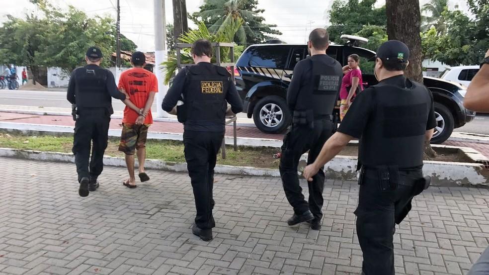 Polícia Federal cumpre mandado de prisão na Região Metropolitana de João Pessoa (Foto: Walter Paparazzo/G1)