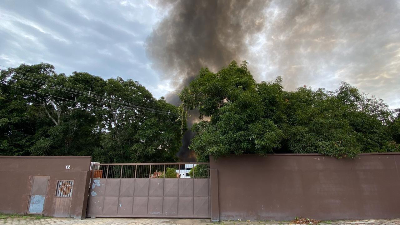 Usina de reciclagem em Manaus é atingida por incêndio
